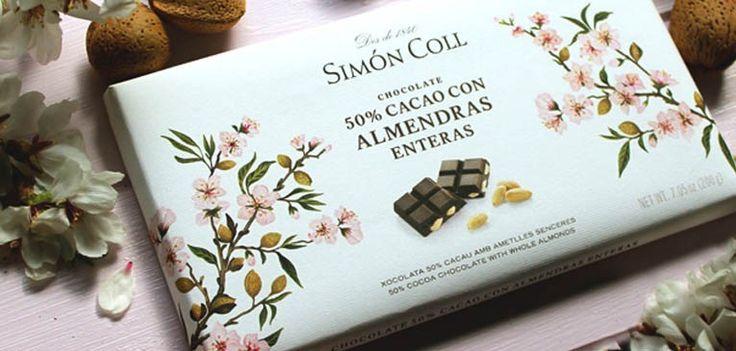 Sant Sadurní d'Anoia pronto vio nacer un obrador de chocolate. Situada a 40 km de Barcelona, Sant Sadurní, es hoy mundialmente conocida por ser la capital del cava, el vino espumoso elaborado mayoritariamente en su comarca del Penedès. Sin embargo desde 1840, antes de la aparición de la primera botella de cava en Sant Sadurní, en Casa Simón ya se elaboraba el chocolate artesanal.