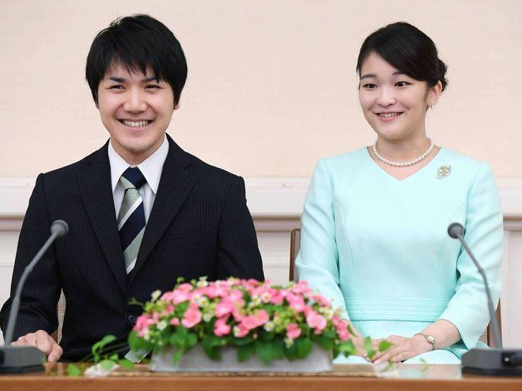 Aufregung im Land des Lächelns: Die japanische Prinzessin Mako heiratet ihren Freund Kei Komuro. Die Verlobung der Enkelin des Kaisers wurde am Sonntag bekannt gegeben. Eine hochadelige Hochzeit steht in Japan an: Prinzessin Mako (25) und ihr langjähriger Freund, Kei Komuro (25), haben am...