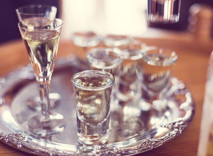 Citron, kanel, ingefära, saffran eller apelsin... Att krydda sitt egen brännvin är enkelt! Här är 9 recept för dig som vill göra din egen snaps till jul