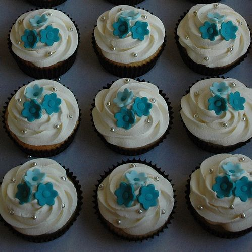 easy wedding cake cupcakes 18 best cupcake bleu et turquoise images on 13836
