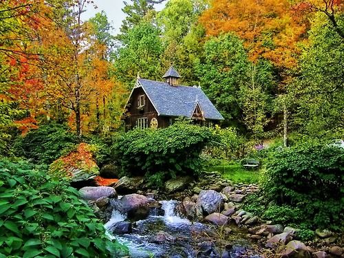 The Artists Cottage, Quebec, Canada  photo via besttravelphotos
