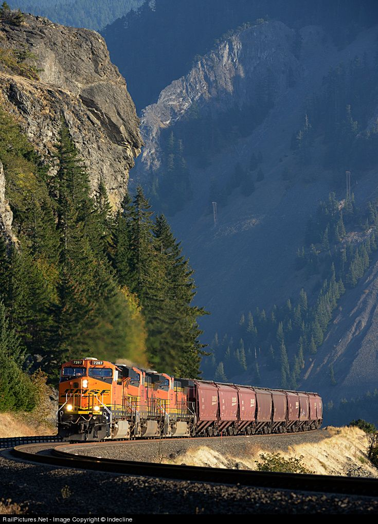 RailPictures.Net Photo: BNSF 7287 BNSF Railway GE ES44DC at Home Valley, Washington by Indecline