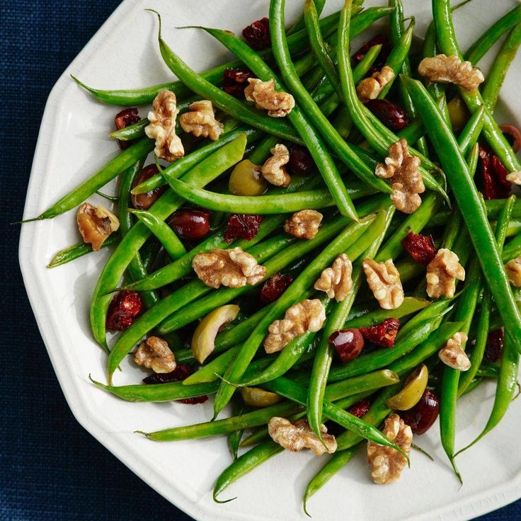 Green Beans with Olives, Sun-Dried Tomatoes and Walnuts