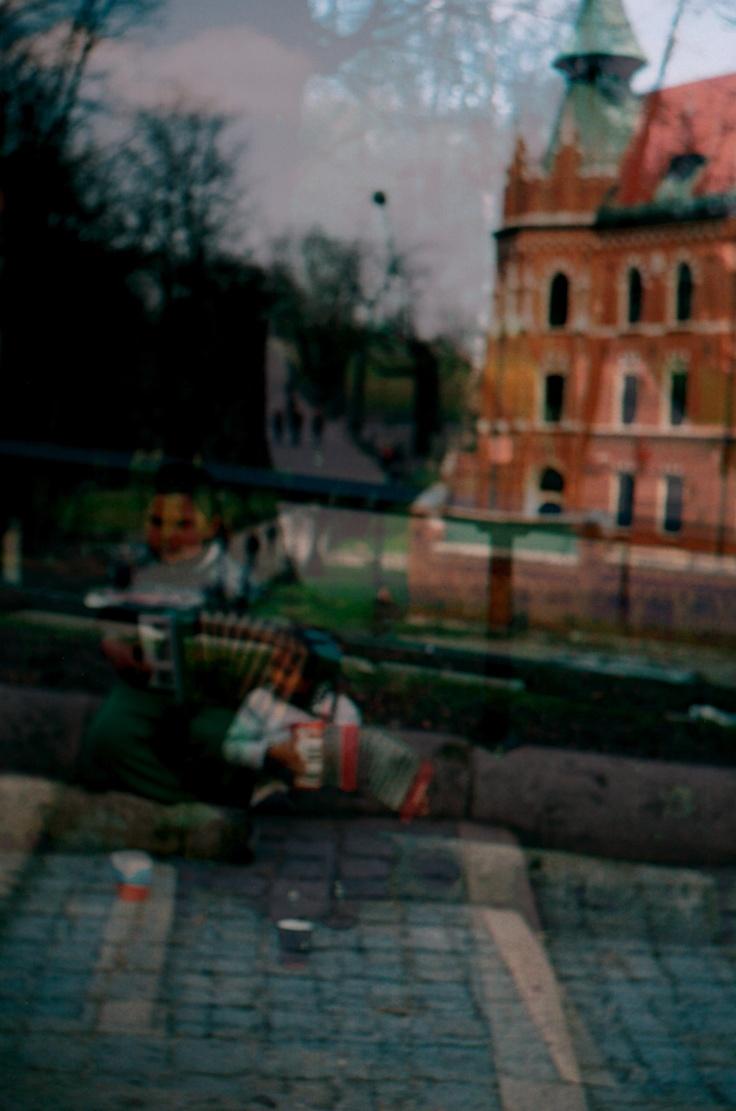 Double exp. Children on Wawel Castle steps.
