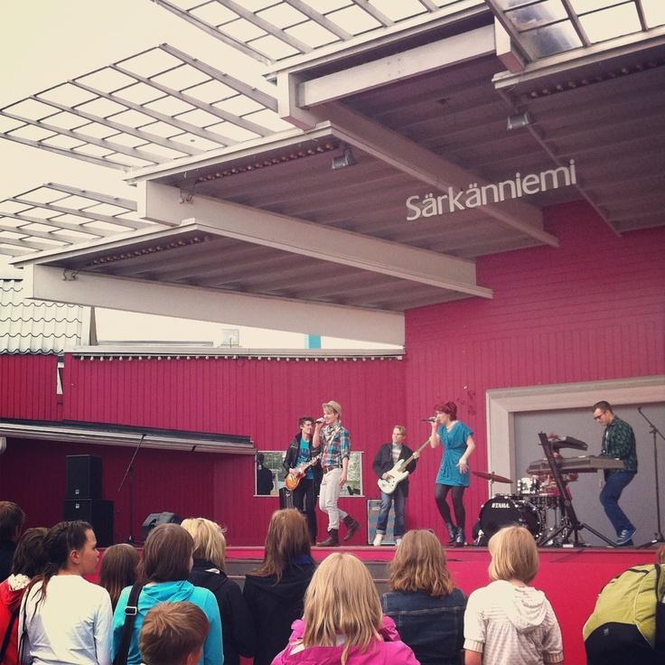 Vihreät Valot Särkänniemessä Uusi Päivä -sarjan kuvauksissa toukokuussa 2012