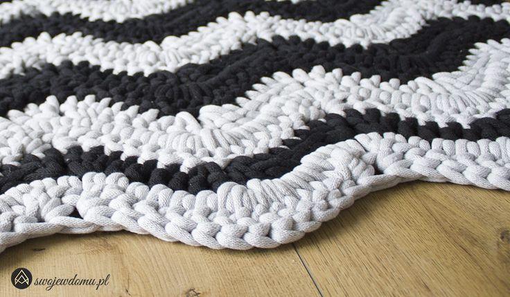 Prostokątny dywan na szydełku w zygzak • swojewdomu.pl