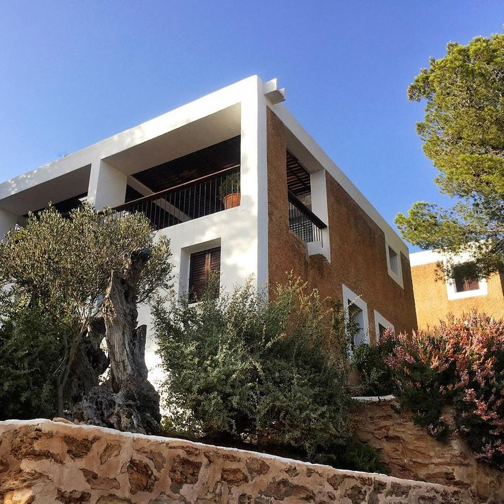 Catalan architect Josep Lluís Sert built his vacation home on Ibiza in 1968 whilst Dean of the Harvard School of Design.