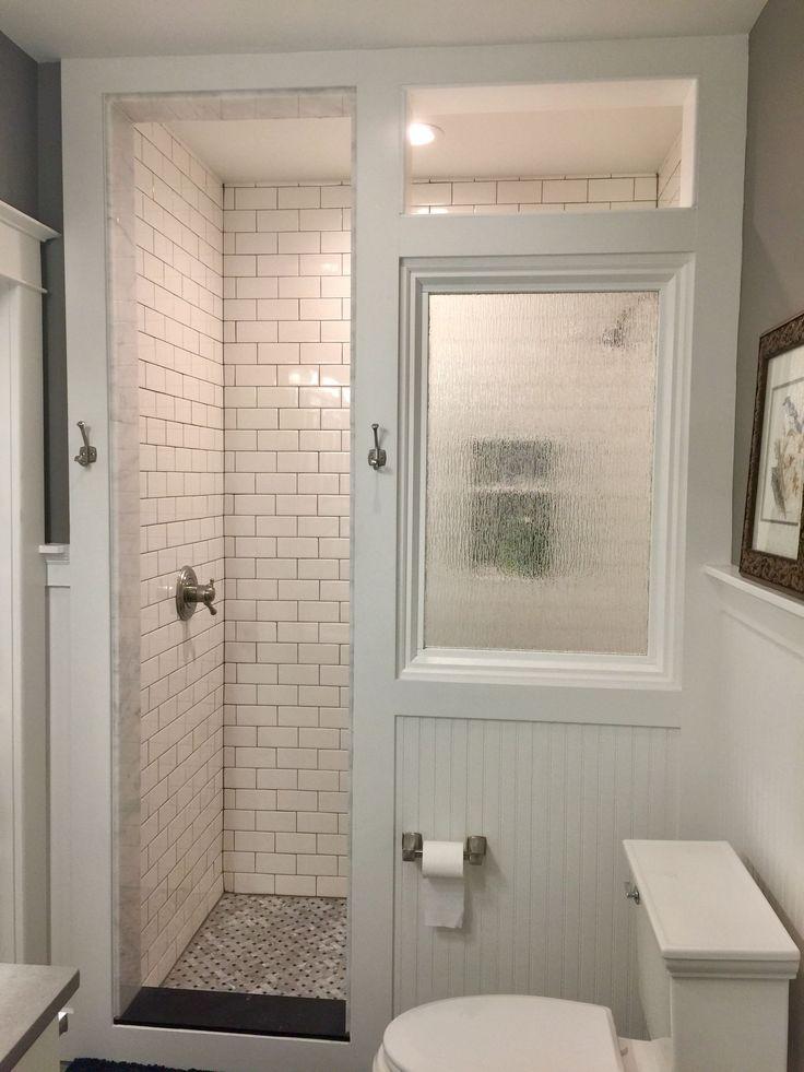Così felice con la nostra ristrutturazione del bagno artigiano che include una cabina doccia con …