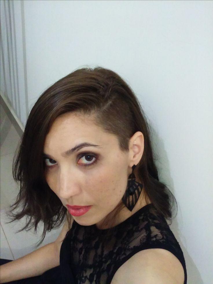 Darlene Garcêz - Brasil - corte sidecut (raspadinho na lateral). Tom de tinta: 6.1 da Loreal (Louro escuro acinzentado) 2
