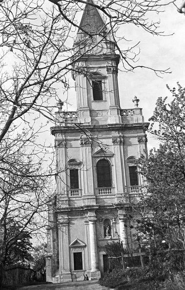 Kertváros. Sopronbánfalvi Pálos-karmelita templom. 1955