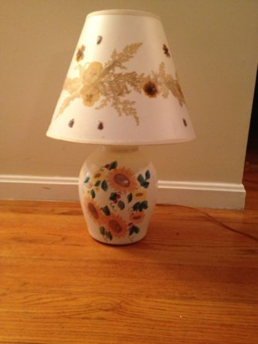 Antique Vintage 20 In Sunflower And White Table Lamp