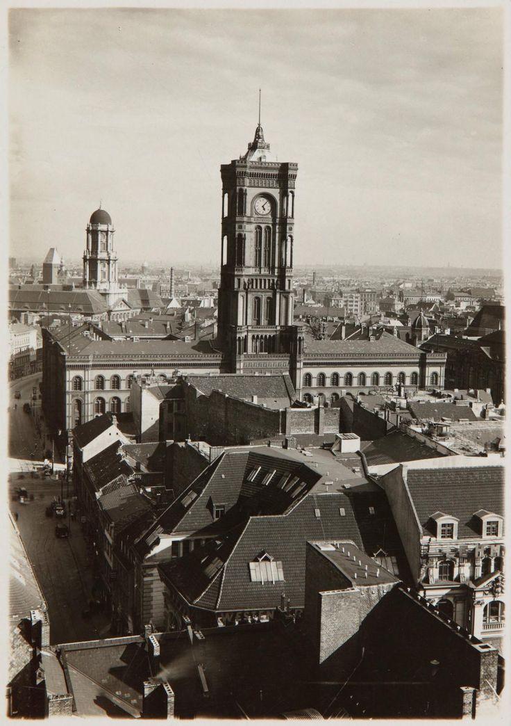 Blick von der Marienkirche zum Berliner Rathaus, um 1920 © Stadtmuseum Berlin   Foto: Albert Vennemann