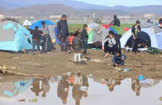 En Arxikos Politis: Ειδομένη: Κολλημένοι στη λάσπη 13.000 άνθρωποι