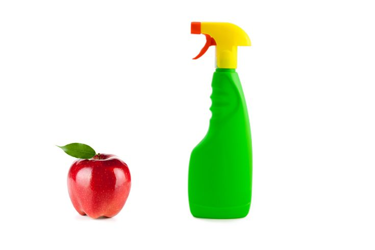 Clean and Healthy Produce Spray:Try this spray solution for a cost-effective way to remove pesticides from your produce