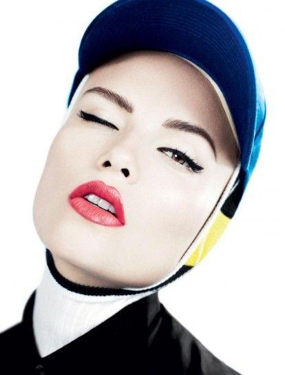 Applicare eyeliner in stile anni '50