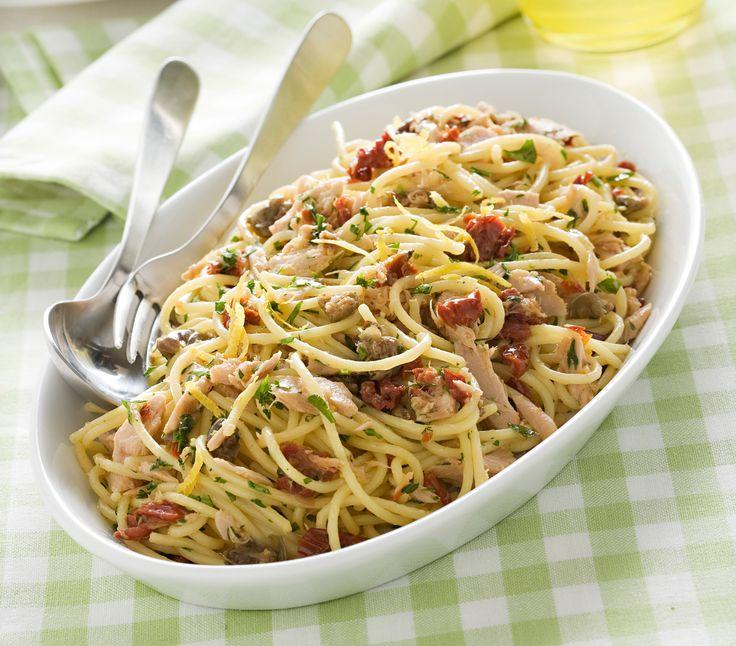Cerchi un primo piatto facile e veloce? Gli spaghetti rapidissimi si preparano in soli 15 minuti e sono davvero sfiziosi. Leggi la ricetta di Sale&Pepe.