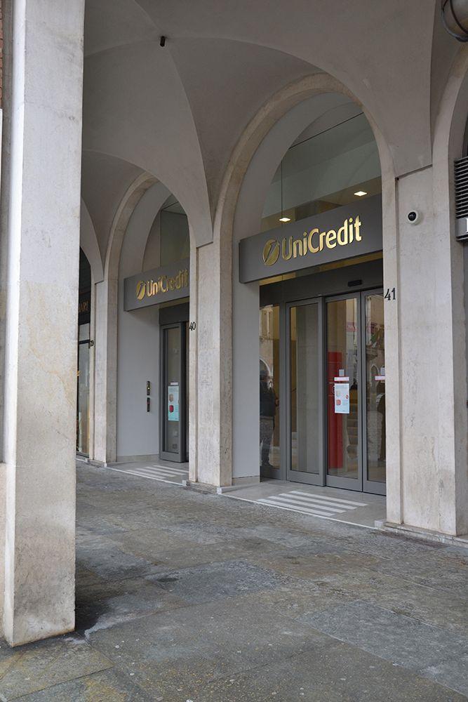 UniCredit Agenzia FlagShip Modena P.za Grande - Bank Design - Un progetto di Brunello Sighinolfi Architettura della comunicazione www.sighinolfi.com