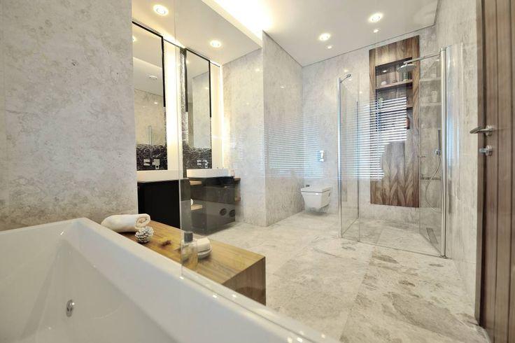 İskandinav ve minimal tarzında beyaz banyo tasarımı   Theatron Bodrum : Modern Banyo Voltaj Tasarım  #banyo#modernbanyo#beyazbanyo