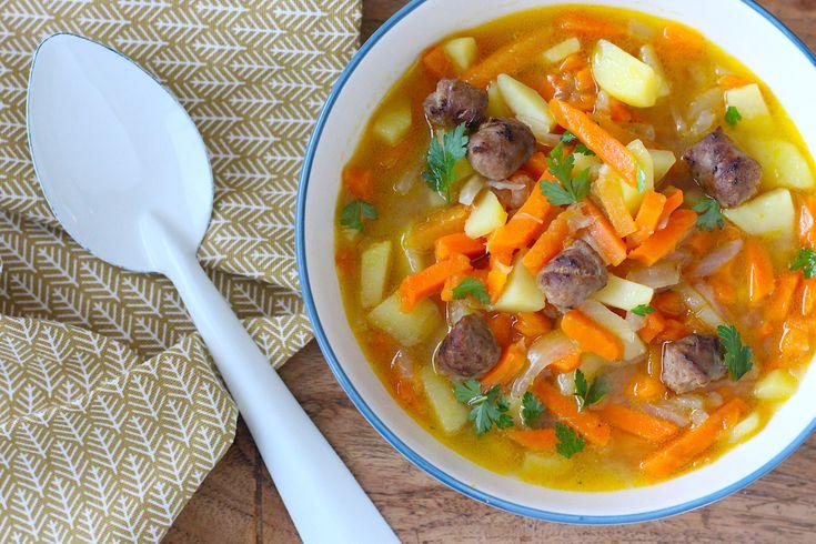 In de categorie 'maar dan in je soepkom' toveren we deze keer hutspot om tot soep. Wortel, ui en aardappel zijn de basis van deze heerlijke hutspotsoep!