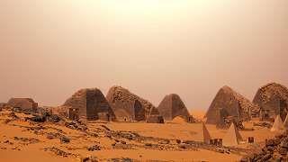 Meroen pyramidit ovat Egyptin pyramideja pienempiä.