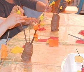 DSCN08242.jpg boom van klei en blaadjes