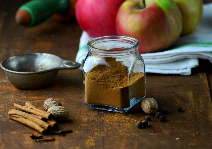 Homemade Apple Pie Spice via @homeinFLX