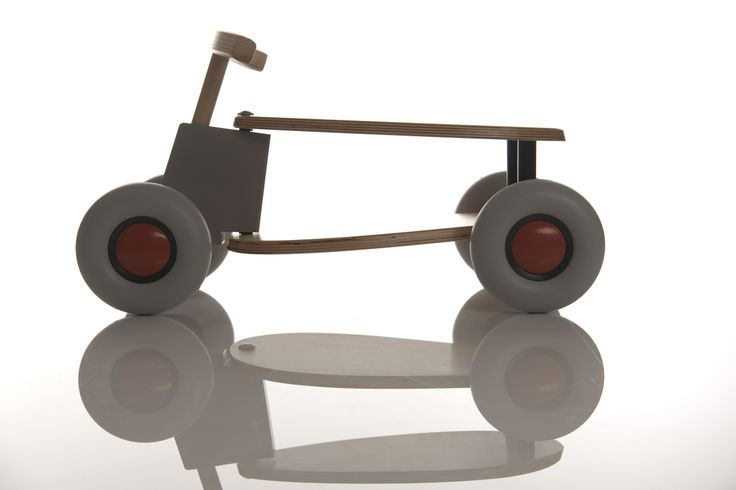 Macchina in legno a spinta: design per bambini