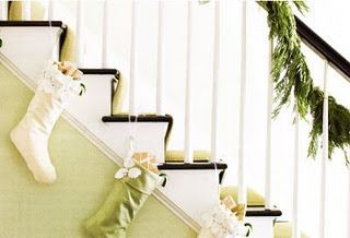 credit: Tip Junkie [http://www.tipjunkie.com/how-to-hang-stockings-without-a-mantle/]