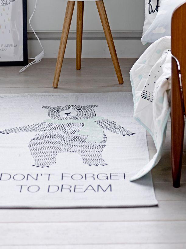Bloomingville Mini Teppe med bjørnemotiv. Don't forget to dream. Gratis frakt på www.multitrend.no