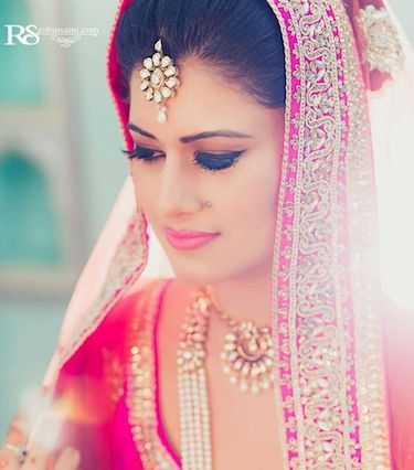 8 Traditional Jewellery Essentials Every Bride Should Wear On Her Wedding Day - BollywoodShaadis.com - Page 1