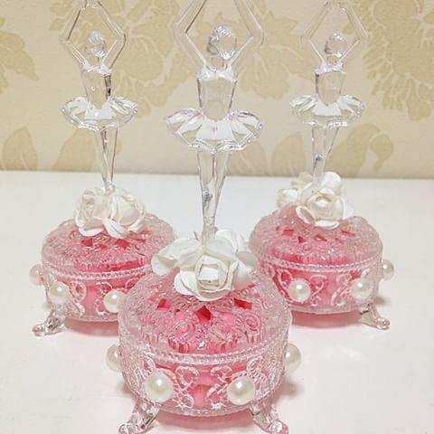 Lindos!!! Porta jóia com aplicação de pérola e bailarina em acrílico!!! #prendaminha #festabailarina #ballet #bailarina