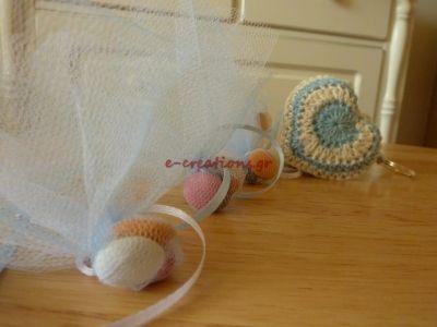 #ΒΑΠΤΙΣΗ ⁞ Μπομπονιέρα πλεκτή 3D καρδούλα.. με κουφετάκια σε πουγκάκια! Μπορεί να γίνει και συνδυασμός προσκλητηρίου-μπομπονιέρας!
