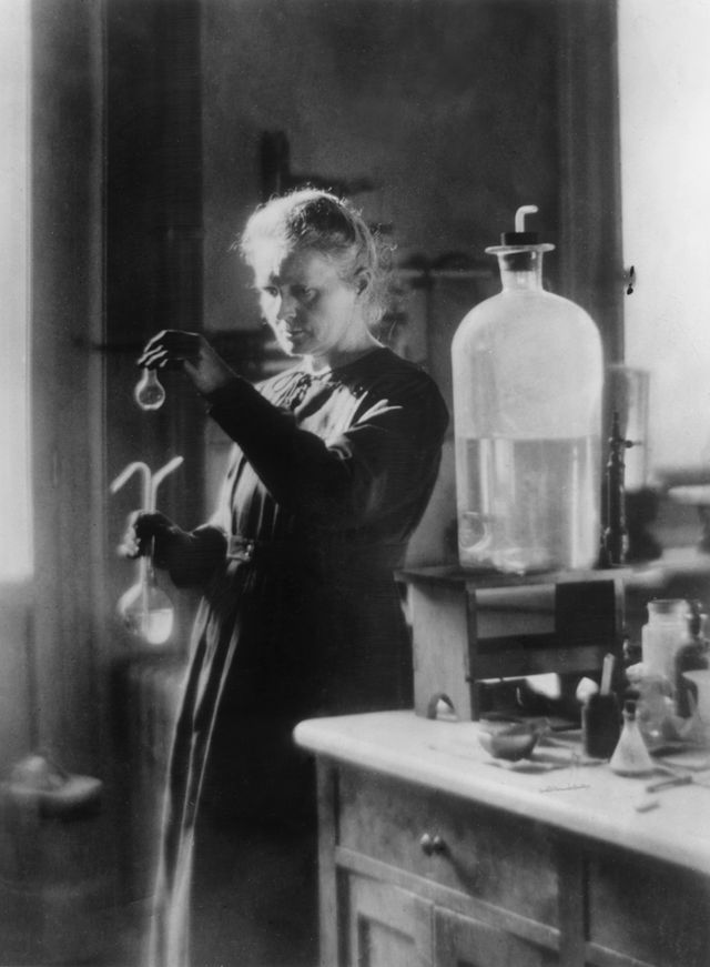 Marie Curie in Photographs: Marie Curie in Laboratory, 1910