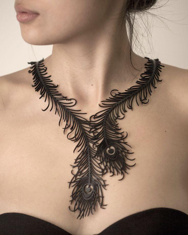 Colar Pavão Misterioso  #rubber_jewelry #jóias_de_borracha