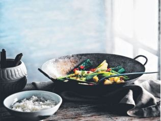 A recipe to get your daily dose of omega-3, zinc and antioxidants    http://www.bodyandsoul.com.au/nutrition/healthy+recipes/vietnamese+caramel+fish+with+choy+sum+,24913
