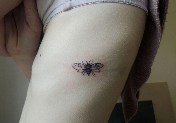 Ribs tattoo for @alunalune .  .  .  #ribs #ribstattoo #tattoo #ink #bee #beetattoo #honey #art #illo #illustration #showyourwork #tattooed #girl
