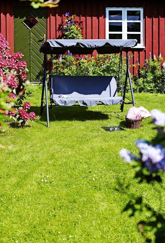 Stai la umbră și relaxează-te în balansoarul KVITFJEL! | JYSK #summerinspiration #summerideas #garden #gardenfurniture
