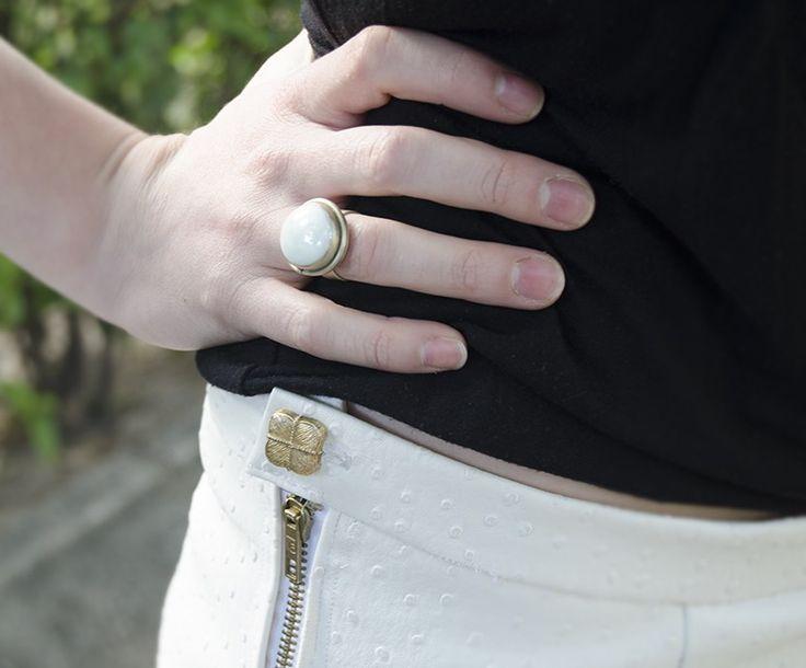 Feliz Sábado!!! Hoy os voy a enseñar a haceros una falda de picos. Esta falda-pantalón / skort /wrap skirt /short /de picos es una tendencia completamenteviral. Empezó a ponerse de moda en la primavera del 2013 y actualmente está en casi todas las tiendas y...