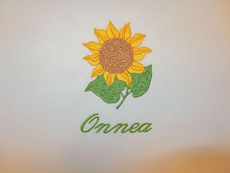 Tyynyliina 50x60cm   Materiaali puuvillakangas valkoisena tai luonnonvalkoisena valintasi mukaan.   Halutessasi tuotteeseen...
