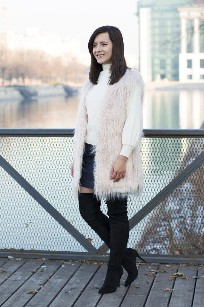 Modern and cozy look for winter.  #fauxfurvest #furvest #pinkfur #winterlook #winteroutfit #visiononfashion #fashion #fashionblogger #streetstyle #overthekneeboots #leatherskirt