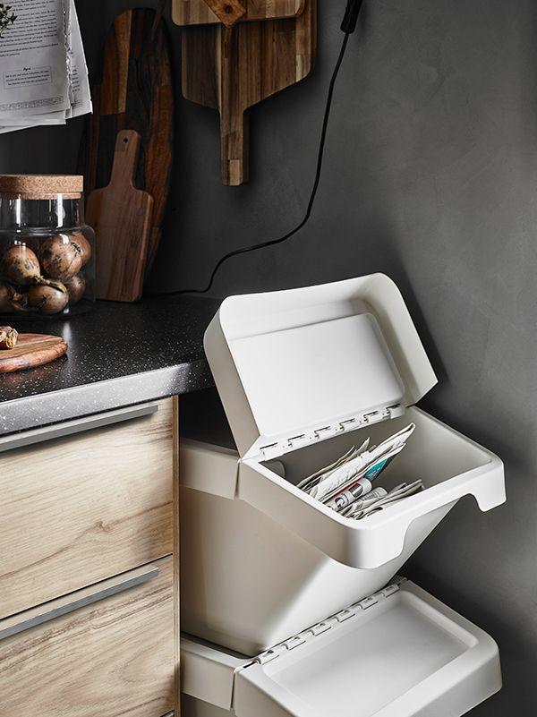 Estas caixas são empilháveis e são ideais para fazer a separação de lixo e resíduos.