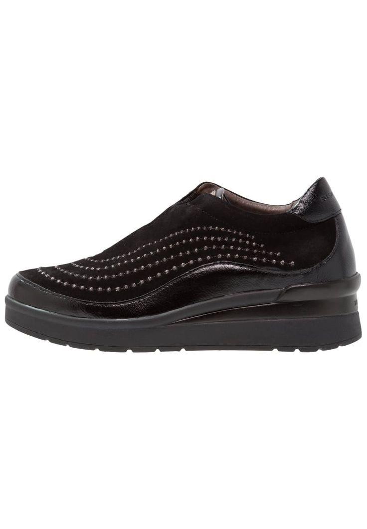 ¡Consigue este tipo de zapatillas bajas de Stonefly ahora! Haz clic para ver los detalles. Envíos gratis a toda España. Stonefly CREAM Zapatillas nero: Stonefly CREAM Zapatillas nero Zapatos   | Material exterior: piel/piel de imitación, Material interior: combinación de piel/tela, Suela: fibra sintética, Plantilla: cuero | Zapatos ¡Haz tu pedido   y disfruta de gastos de enví-o gratuitos! (zapatillas bajas, baja, bamba, bamba básica, bambas, low, low-tops, corte bajo, sneakers, teni...