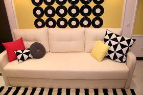 Большой диван ночью будет служить кроватью