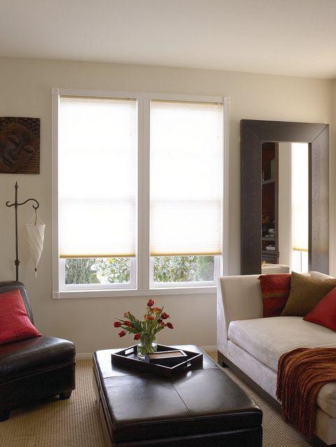 Het plisségordijn in deze woonkamer sluit perfect aan op het interieur!