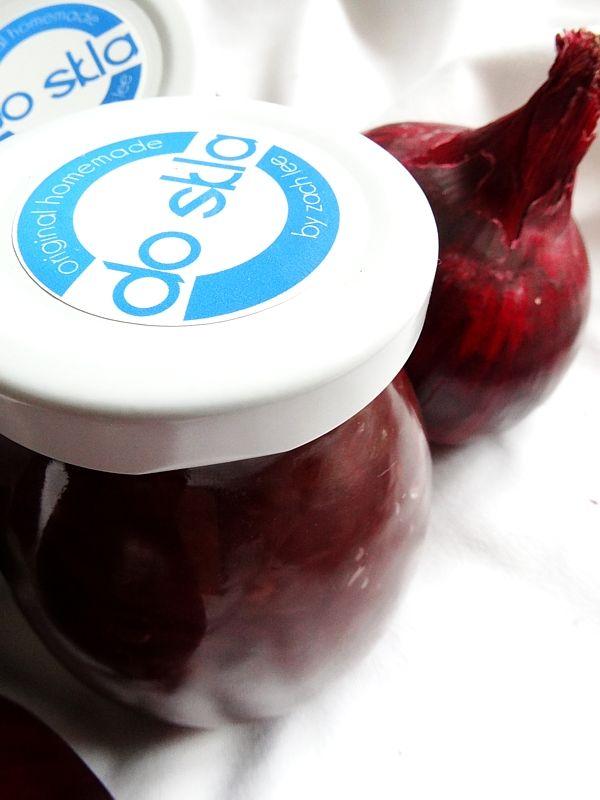 Cibulová marmeláda s hrozinkami a rozmarýnou - maso z letního grilování bude zase o něco lepší...