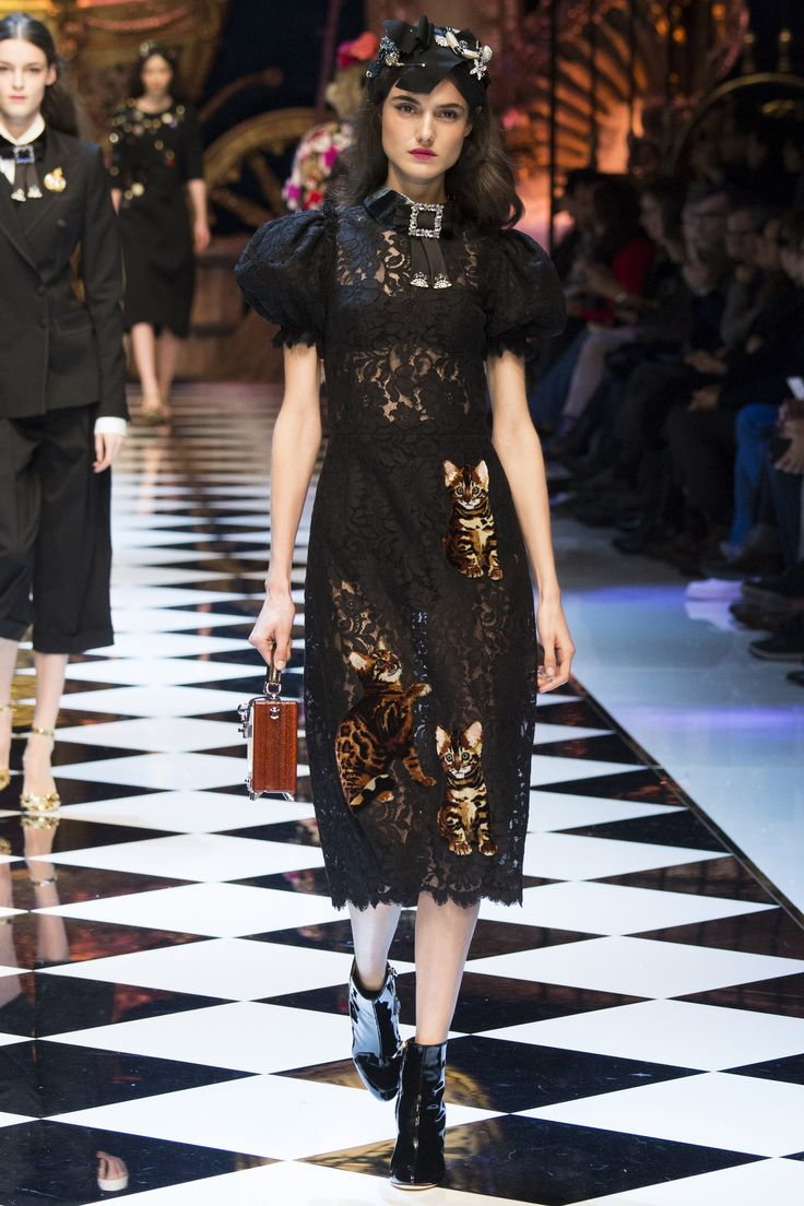 Dolce & Gabbana Fall 2016 Ready-to-Wear Collection - Vogue