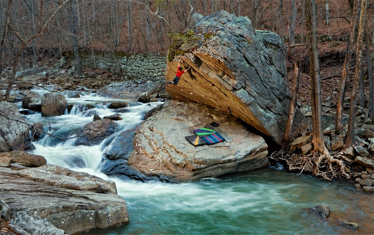 Bouldering by the river - Ronnie Jenkins. Credit: Tomas Donoso