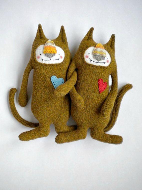 Cat Stuffed Animal Upcycled Gold Wool Sweater von sweetpoppycat, $30.00