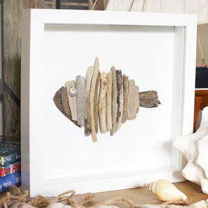 Cuadro de pez hecho con trozos de madera