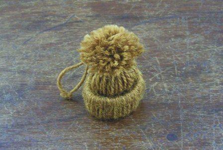 Мини-шапочки - игрушки на елку своими руками